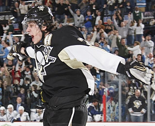 Evgeni Malkin scores in his fourth straight game and has goals in five of the last six. (Getty Images)
