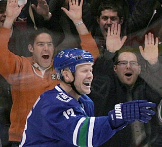 Canucks fans are just as happy as Mats Sundin, who has goals and assists in the last two games. (AP)