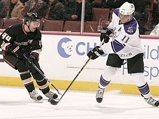Anze Kopitar (11) stays hot for the Kings with his seventh goal in as many games. (Getty Images)