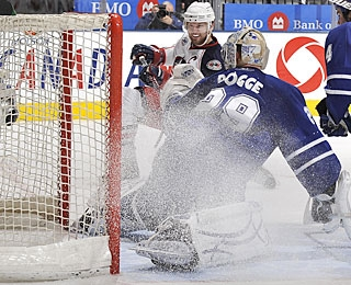 After going four games without a goal, Rick Nash scores in two straight. (Getty Images)