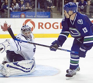 Mats Sundin puts a perfect cap on an emotional night by scoring the winner in the shootout.  (AP)