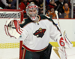 Wild goalie Josh Harding gets the job done against Chicago as he stops 44 shots in the win.  (Getty Images)