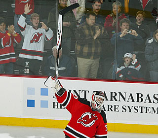 Martin Brodeur feels the love and thanks the Jersey crowd.  (Getty Images)