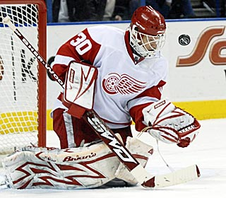Chris Osgood keeps his eye on the puck throughout the game and earns his first shutout of the season.  (AP)