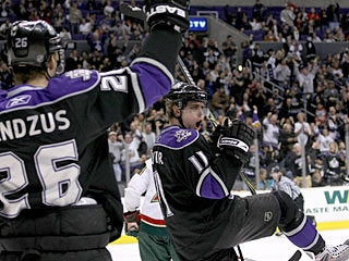After going five games without a goal, Anze Kopitar (11) now has goals in four straight. (Getty Images)