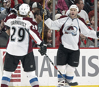 Ryan Smyth contributes two points as the Avalanche snap their six-game losing skid. (Getty Images)