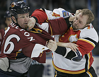Atlanta's Eric Boulton and Calgary's Jim Vandermeer trade punches in the opening period.  (AP)