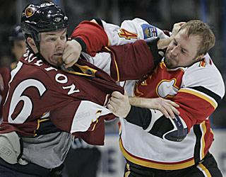 Atlanta's Eric Boulton and Calgary's Jim Vandermeer trade punches in the opening period.  (AP)