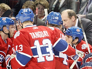 Bob Gainey gives his troops some instructions during an interruption in the game. (Getty Images)