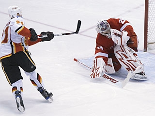 It doesn't count as a hat trick, but Olli Jokinen's shootout goal gives the Flames the win. (AP)