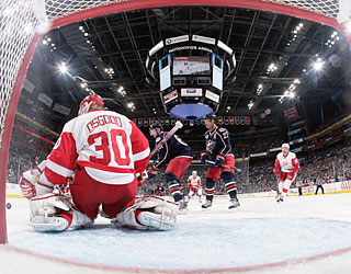 Goaltender Chris Osgood stops one of 23 shots to help the Red Wings shut out the Jackets.  (Getty Images)
