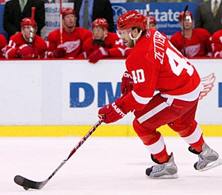 Henrik Zetterberg breaks the tie in the third period with his 29th goal of the season. (US Presswire)