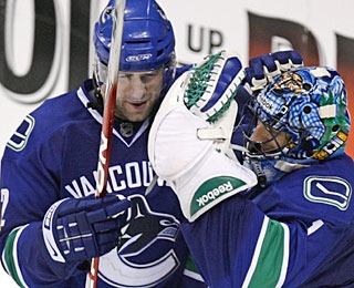 Roberto Luongo (right) stops 30 shots to pick up his first shutout in four months. (AP)