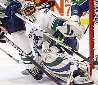 Roberto Luongo stops all 26 shots he faces to match his career high in shutouts for a season.  (AP)