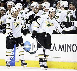 With their first road victory since March 6, Brendan Morrison (11) and the Stars can smile again.  (AP)