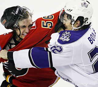 Calgary's Matt Pelech tussles with L.A.'s Brian Boyle in the third period of the Flames' important win.  (AP)