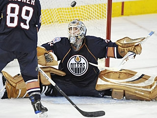Jeff Drouin-Deslauriers does not disappoint in his first start for the Oilers since Nov. 30. (AP)
