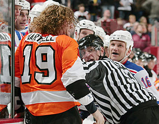Sean Avery compounds Philly's frustration by getting under Scott Hartnell's skin.  (Getty Images)