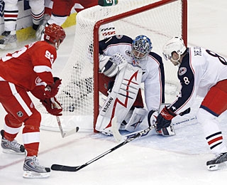 In addition to an assist, Johan Franzen (93) also concludes the scoring for Detroit. (US Presswire)