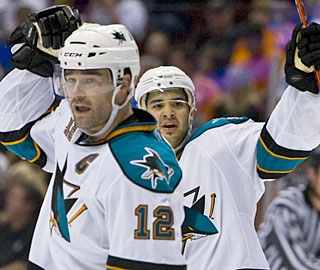 Patrick Marleau's goal on the power play turns out to be the deciding factor in Game 3. (AP)