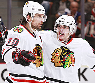 Patrick Sharp scores two goals and Patrick Kane adds a goal and an assist in the Game 2 victory.