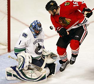 Vancouver's Roberto Luongo stops 23 shots and makes an early lead stand up in Chicago.  (US Presswire)