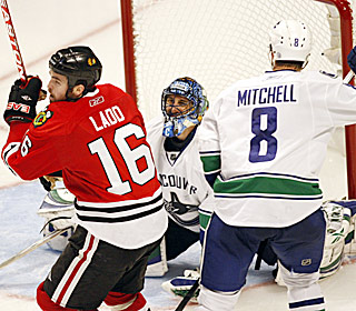 Andrew Ladd beats Roberto Luongo 2:52 into overtime to even the Western Conference semfinal at 2-2 ...