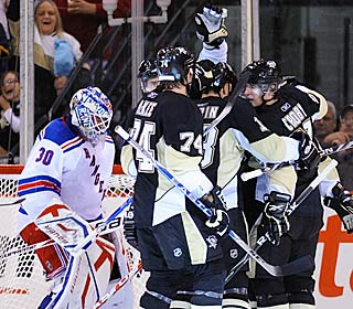 The Penguins celebrate Sidney Crosby's second-period goal as the Penguins edge the Rangers.  (Getty Images)
