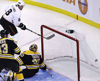 Teemu Selanne strikes a second time in a span of 82 seconds, going around the left side. (AP)