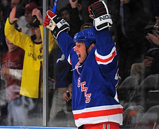 Vinny Prospal has good reason to celebrate after scoring his 200th career goal in the NHL. (US Presswire)