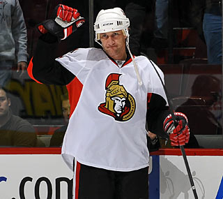 Victorious Alexei Kovalev acknowledges the fans in Montreal in a Senators uniform.  (Getty Images)