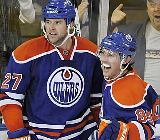 Edmonton's Dustin Penner (27) has a productive night with two goals and three assists. (AP)