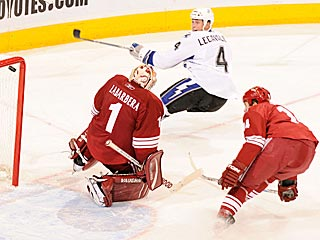 Vincent Lecavalier nearly scores a spectacular goal, but the puck hits the crossbar.  (Getty Images)