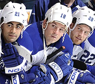 Players on the Maple Leafs bench have their rally caps on during the shootout. (Getty Images)