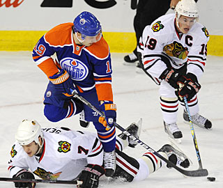 Jonathan Toews (19) finds the back of the net two times in a game for the first time this season. (AP)
