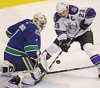 Roberto Luongo denies Dustin Brown for one of Luongo's 31 saves in the victory.  (AP)