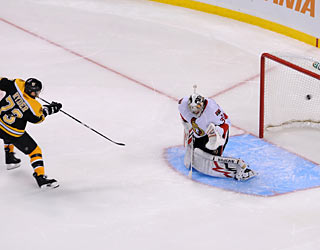 Michael Ryder's winning goal sends the Bruins into first place in the Northeast division.  (Getty Images)