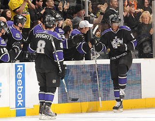 Wayne Simmonds' (right) second-period goal gives the Kings crowd something to cheer about.  (Getty Images)