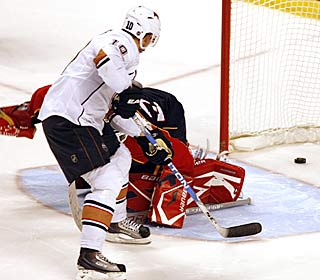 Shawn Horcoff beats Panthers goalie Tomas Vokoun for the winner in the shootout.  (AP)