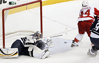 Todd Bertuzzi matches his performance from Friday with a goal in regulation and one in overtime. (AP)