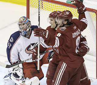 Two goals by Scottie Upshall (8) help the Coyotes improve to 9-2-1 in their last 12 games.  (AP)