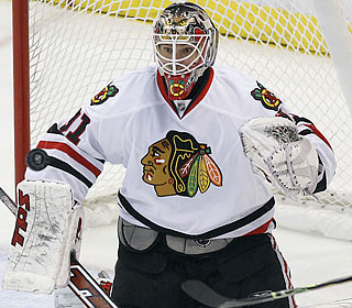 Antti Niemi eyes the flying puck as nothing gets by the Chicago goaltender on this night.  (US Presswire)