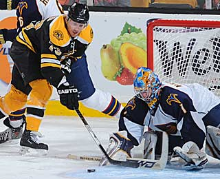 Michael Ryder fights backup goalie Johan Hedberg for a loose puck. (Getty Images)