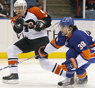Jack Hillen (38) can't catch up to Danny Briere, who scores Philadelphia's first goal. (AP)