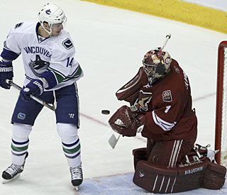 Making his first start in two weeks, Jason LaBarbera helps the Coyotes set the club record. (AP)
