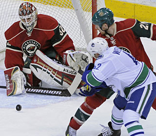 Niklas Backstrom passes Manny Fernandez on the Wild's all-time win list. (AP)