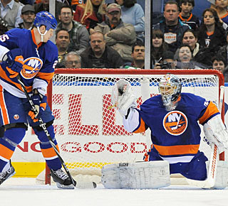 Rick DiPietro stops 31 shots to finally enjoy a victory after a long time on the sideline. (AP)