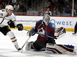 Craig Anderson denies Krystofer Barch to help the Avs win their season-high sixth in a row.  (AP)