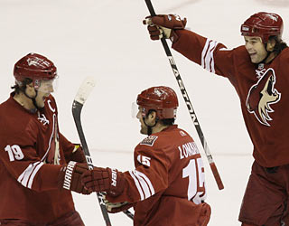 Matthew Lombardi (15) contributes two goals and three assists for a career-high five points.  (AP)