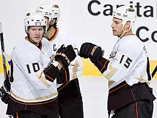 Ryan Getzlaf (15) is congratulated after scoring a third-period goal. (Getty Images)